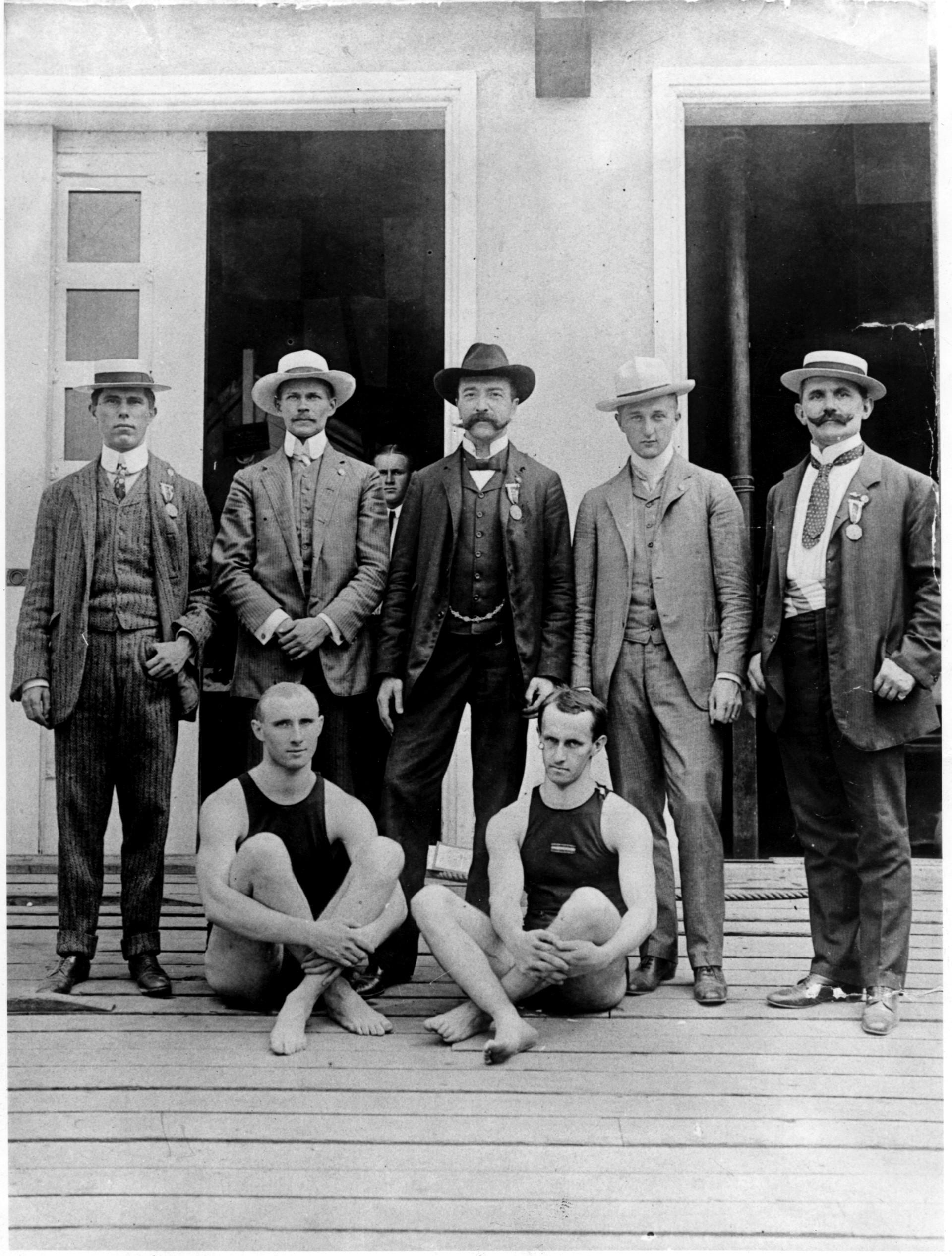 Az 1904-es St. Louis-i olimpia magyar résztvevői, az álló sorban balról a második Gönczy