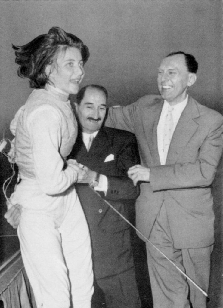 Dömölky Lídia győzelem feletti öröme Dr. Bay Bélával és az olimpiai- és világbajnoki ezüstérmes Balthazár Lajossal